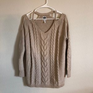 Knit Sweater with shoulder cut-out